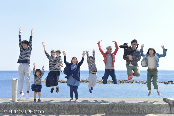 Family photo at Yugawara Seaside