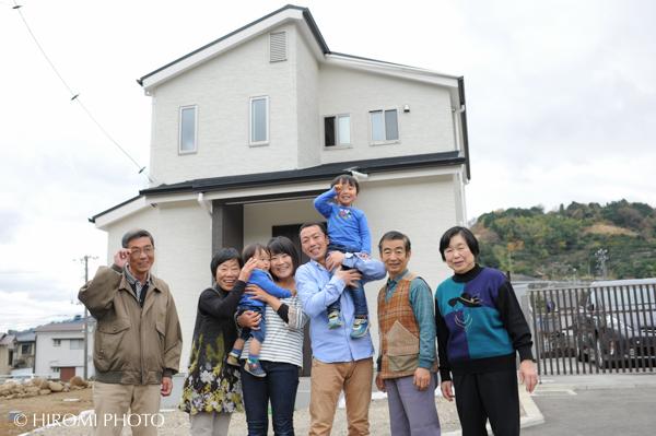新築の家で-0031s