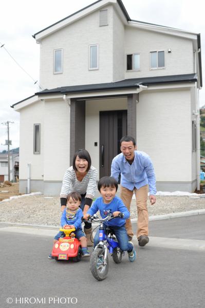 新築の家で-0051s